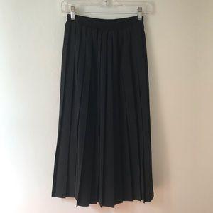 Alfred Dunner Pleated Elastic Waist Black Skirt